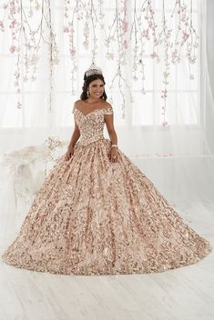 Quinceanera dresses and vestidos de quinceanera for your big day! Unique quinceanera dresses that you will love! Quince Dresses, 15 Dresses, Fashion Dresses, Chiffon Dresses, Pageant Dresses, Fall Dresses, Dresses Online, Formal Dresses, Rose Gold Quinceanera Dresses