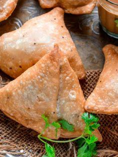 Tamarind Chutney, Green Chutney, Coconut Chutney, Corn Cheese, Cheese Ball, Bread Pakora, Some Mores Recipe, Crispy Onions, Onion Dip