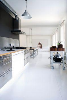 gorgeous minimalistic kitchen