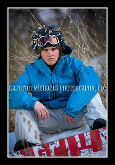 Guys senior portrait with snowboard | Photo ideas | Pinterest