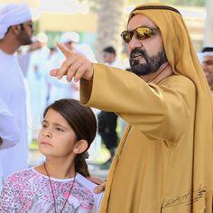Al Jalila bint Mohammed bin Rashid Al Maktoum con su padre, Mohammed bin Rashid bin Saeed Al Maktoum, 11/12/2015. Foto: khalidaldarae