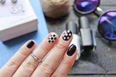 Nails: black and white and polka dots Black Nails, Pretty Nails, My Nails, Polka Dots, Gemstones, Black And White, Cute Nails, Gems, Black N White