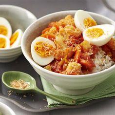 Rijst met groentecurry en eieren