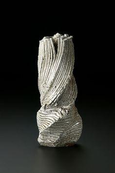 Shozo Michikawa produces these slab-like pots in Japan. Organic Ceramics, Modern Ceramics, Contemporary Ceramics, Porcelain Clay, Glass Ceramic, Ceramic Clay, Pottery Vase, Ceramic Pottery, Verre Design