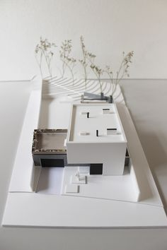 Scale model of house for SULYK Architects on Behance Maquette Architecture, Architecture Model Making, Modern Architecture House, Architecture Design, Modern Houses, Architectural Scale, Arch Model, Construction, Interior Design Inspiration