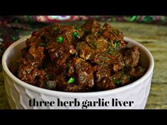 Upon request of one of my most loyal readers, here is my fourth liver recipe which you will enjoy as well: my three herb garlic liver <3