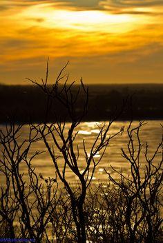 Kanopolis Lake sunset, Kansas - (CC)Mike Rodriquez - www.flickr.com/photos/glowrocks/5444436180/in/set-72157626045343912