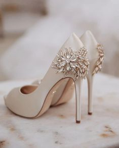 59 High fashion wedding shoes that will never go out of style high fashion wedding shoes that will never go out of style,bridal shoes ,nude wedding shoes, high heel weddin Sparkly Wedding Shoes, Wedding Shoes Bride, Wedding Shoes Heels, Bride Shoes, Prom Shoes, Sparkly High Heels, Wedding Pumps, Badgley Mischka Shoes Wedding