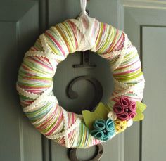 Pretty spring yarn wreath-and I think I could be crafty with this one Felt Wreath, Wreath Crafts, Diy Wreath, Burlap Wreath, Yarn Wreaths, Door Wreaths, Cute Crafts, Crafts To Make, Diy Crafts