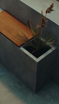 Sisustussuunnittelija Susanna Vento suunnitteli upean ja helppohoitoisen pihan, jonka tarkoitus on yhdistää skandinaavinen tyyli sekä japanilainen minimalismi eheäksi, yksinkertaiseksi ja upeaksi kokonaisuudeksi. Katso Susannan ohjeet ja vinkit. Outdoors, Table, Furniture, Home Decor, Lawn And Garden, Decoration Home, Room Decor, Tables, Home Furnishings