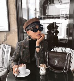 New Feminine style looks. Lux Fashion, Fashion Outfits, Womens Fashion, Fashion Trends, Feminine Fashion, Fashion Ideas, Fashion Styles, Retro Fashion, Fashion Jewelry