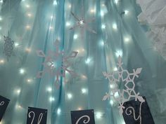 LOVE< LOVE this...would be great to do in whole restaurant, if not just in Photo booth   Samantha Walker's Imaginary World: Creating your own Frozen Party Decor by Christine Meyer