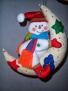 By Elizabeth Canales Christmas Makes, 1st Christmas, Christmas Snowman, Christmas Projects, Handmade Christmas, Holiday Crafts, Christmas Holidays, Felt Christmas Decorations, Xmas Ornaments