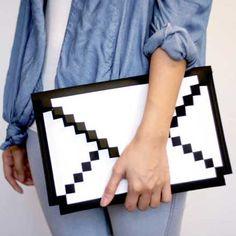 懐かしさを感じる8ビットデザインのパソコンケース「8-BIT SLEEVE ケース for MacBook Air 11」