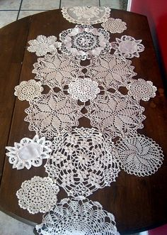 doily tablecloth... I'd like it narrower though. Doilies Crafts, Crochet Doilies, Yarn Crafts, Crochet Flowers, Sewing Crafts, Diy And Crafts, Table Runner And Placemats, Crochet Table Runner, Table Runners