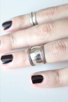 リング Wide Ornate Suna Mid-Knuckle Ring in Silver|SunaharA スナハラ・エー | 海外通販ならLASO(ラソ)