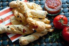 Breadsticks with Marinarasauce