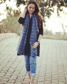 Simple Kurta Designs, Stylish Dress Designs, Kurta Designs Women, Stylish Dresses, Casual College Outfits, Trendy Outfits, Classy Outfits, Mode Outfits, Dress Outfits