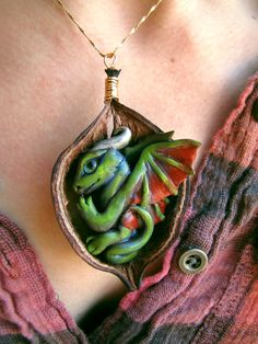 I'm obsessed with dragons. Polymer Clay Dragon, Fimo Clay, Polymer Clay Projects, Polymer Clay Creations, Polymer Clay Crafts, Polymer Clay Jewelry, Dragon Oriental, Biscuit, Dragons