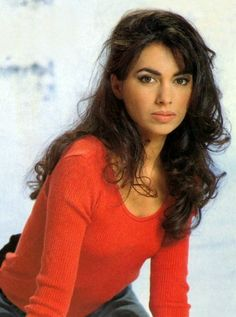 Susanna Hoffs is a beautiful lady with a very beautiful voice. Susanna Hoffs, Women Of Rock, Guitar Girl, Female Stars, Female Singers, Pop Singers, Hollywood, Most Beautiful Women, Beautiful Voice
