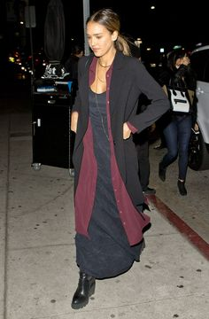 Jessica Alba wearing Related Louisa Shirt Dress and Ash Platform Wedge Chelsea Boots Jessica Alba Outfit, Jessica Alba Casual, Jessica Alba Style, Look Street Style, Casual Outfits, Fashion Outfits, Mature Fashion, Star Fashion, Celebrity Style