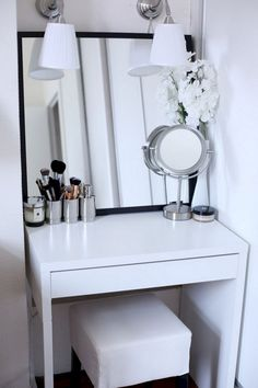 40 Creative Storage Design For Small Spaces Bedroom Ideas Small Bedroom Ideas Bedroom Creative Design Ideas Small Spaces Storage Bedroom Desk, Bedroom Apartment, Diy Bedroom, Warm Bedroom, Master Bedroom, Bedroom Ceiling, Dressing Table For Small Space, Makeup Dressing Table, Dressing Tables