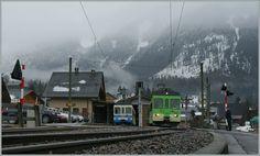 Em uma manhã escura esperar dois ASD BDe 4/4 em Les Diablerets.  19.03.2011 Suisse