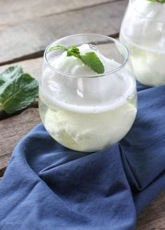 Lemon Prosecco Float - FoodBabbles.com