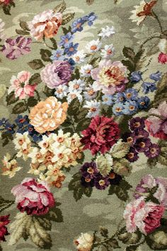 Vintage Home / rug abundant with beautiful roses, narcissus, peonies and magnolias ❤