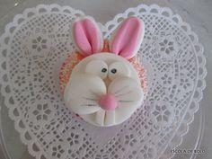 Cupcakes com coelhinhos em pasta americana!!