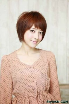 Most Popular cute Asian Short Bob Hairstyles Trend – This hairstyle is surely very cool and feminine. The soft Asian hair definitely fits this type of hairstyle. Pixie Bob Hairstyles, Popular Short Hairstyles, Asymmetrical Hairstyles, Casual Hairstyles, Hairstyles Haircuts, Asian Short Hair, Asian Hair, Red Bob Hair, Color Cobrizo