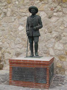 File:Estatua de Franco en Melilla.jpg