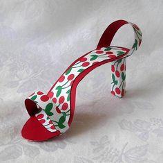 Paper Shoe Favors Paper Shoes, Shoe Art, Party Favors, Party Party, Party Ideas, Twinkle Twinkle, Paper Art, Kitten Heels, Fancy