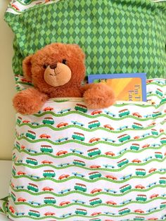 "The Sleepover Pillowcase Tutorial {a lemon squeezy home} We visit family and friends often. Sometimes we end up staying late and our kids start to get tired. If we pack this ""sleepover pillowcase"" before we leave, the kids can have their favorite toy,… Sewing Projects For Kids, Sewing For Kids, Baby Sewing, Diy For Kids, Sewing Crafts, Sewing Men, Help Kids, Diy Projects, Pillowcase Pattern"
