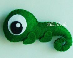 I would like to do a felt iguana but more like pascal from Tangled Sewing Toys, Sewing Crafts, Sewing Projects, Animal Templates, Felt Decorations, Felt Patterns, Felt Ornaments, Felt Garland, Felt Fabric