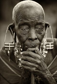 Kenya, old Maasai woman African Culture, African History, Maasai People, Village People, Photo Stock Images, Tribal People, Art Africain, African Tribes, Black And White Portraits