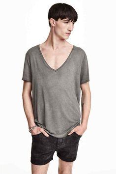 Camiseta con escote de pico - Gris -  62393c92a30