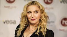 Los Angeles (PL) La cantante estadounidense Madonna expresó hoy su admiración por Nelson Mandela y Martin Luther King, cuyas fotos utilizó para publicitar su disco Corazón Rebelde. La diva del pop respondió así a la polémica generada a partir de su publicación en Facebook de fotografías trucadas de ambos líderes usando una banda negra como …