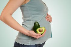 What are the health benefits of avocado? How to enjoy avocado while boosting your health can be read in the 5 recipes with which I will conclude this article. Avocado Dessert, Avocado Smoothie, Best Foods During Pregnancy, Vegan Pregnancy, Pregnancy Nutrition, Avocado Nutrition, Healthy Nutrition, Healthy Food, Guacamole
