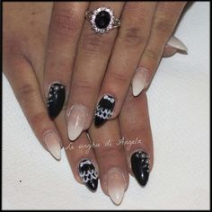 Baby boomer, 3D lace and pearls on short stiletto gel nails