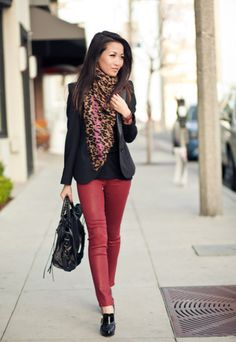 Ruby carmin pants with leopard scarf