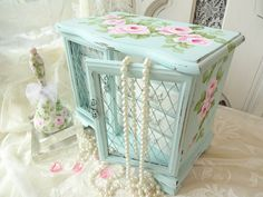 How To Choose Your Jewelry Armoire Shabby Chic Jewellery Box, Jewellery Boxes, World Travel Decor, Jewelry Box Makeover, Musical Jewelry Box, Antique Boxes, Altered Boxes, Jewelry Armoire, Paint Furniture