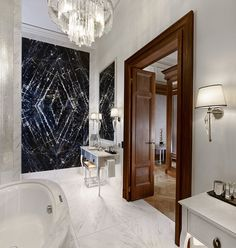 White marble, contemporary art work and an exquisite chandelier are just a few of the amazing features to be found in the bathroom of the Presidential suite at the Park Hyatt in Vienna. Luxury Decor, Luxury Interior, Decor Interior Design, Tulum, Classic Baths, Bathroom Pictures, Bathroom Ideas, Bathroom Design Inspiration, Hotel Decor