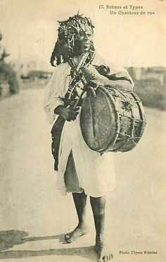 Moroccan Gnawa Nganga player. African Drum, African Men, African History, African Beauty, Old Pictures, Old Photos, African Artists, Photographs Of People, African Masks