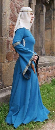 Unmarried ladies wore their hair loose or in long braids...