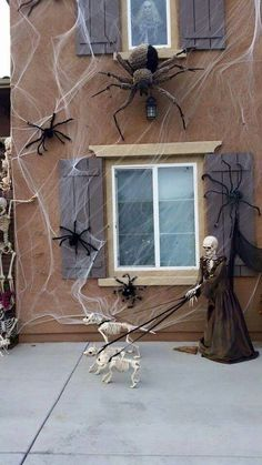ghost in the window, skeleton dog, spider exterior halloween decorations halloween decorations outdoor diy Halloween Window Decorations Ideas to Spook up Your Neighbors Diy Deco Halloween, Chien Halloween, Theme Halloween, Halloween Haunted Houses, Halloween Design, Holidays Halloween, Halloween Crafts, Halloween 2018, Spooky Halloween