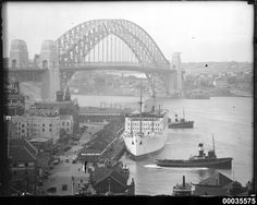 P&O liner RMS STRATHNAVER alongside the wharf in west Circular Quay. Taken on March 1932 (the Bridge opened 8 days later) . Harbor Bridge, Sydney Harbour Bridge, Carnival Corporation, P&o Cruises, Merchant Navy, Sydney Australia, Aerial View, Old Photos
