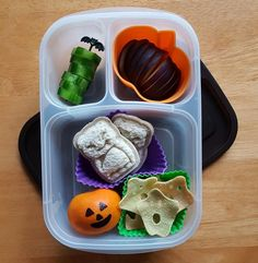 Spooky School lunch today: cucumbers, plum, two bat sandwiches, a clementine and ghost veggie chips in #EasyLunchboxes
