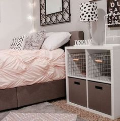 Dorm room design madness for back to school! Add some luxury and home comfort to your dorm space this semester. #repost via Mandy @ HouseofRoseBlog.com