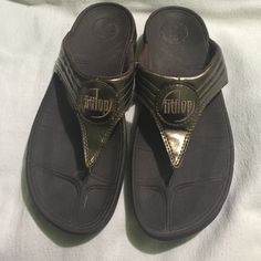 f366fb4a7e5f They are women s size 9. They are brown and bronze. Have been used and show  signs of wear however still has life. Fitflop Shoes Sandals